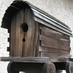 Photo of a rustic covered wagon birdhouse